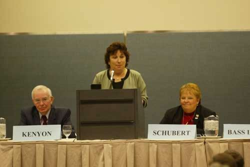 Susan Bass Levin, DCA Commissioner, flanked by Planning Officials Pres. Thomas Kenyon and League Pres. Jo-Anne Schubert