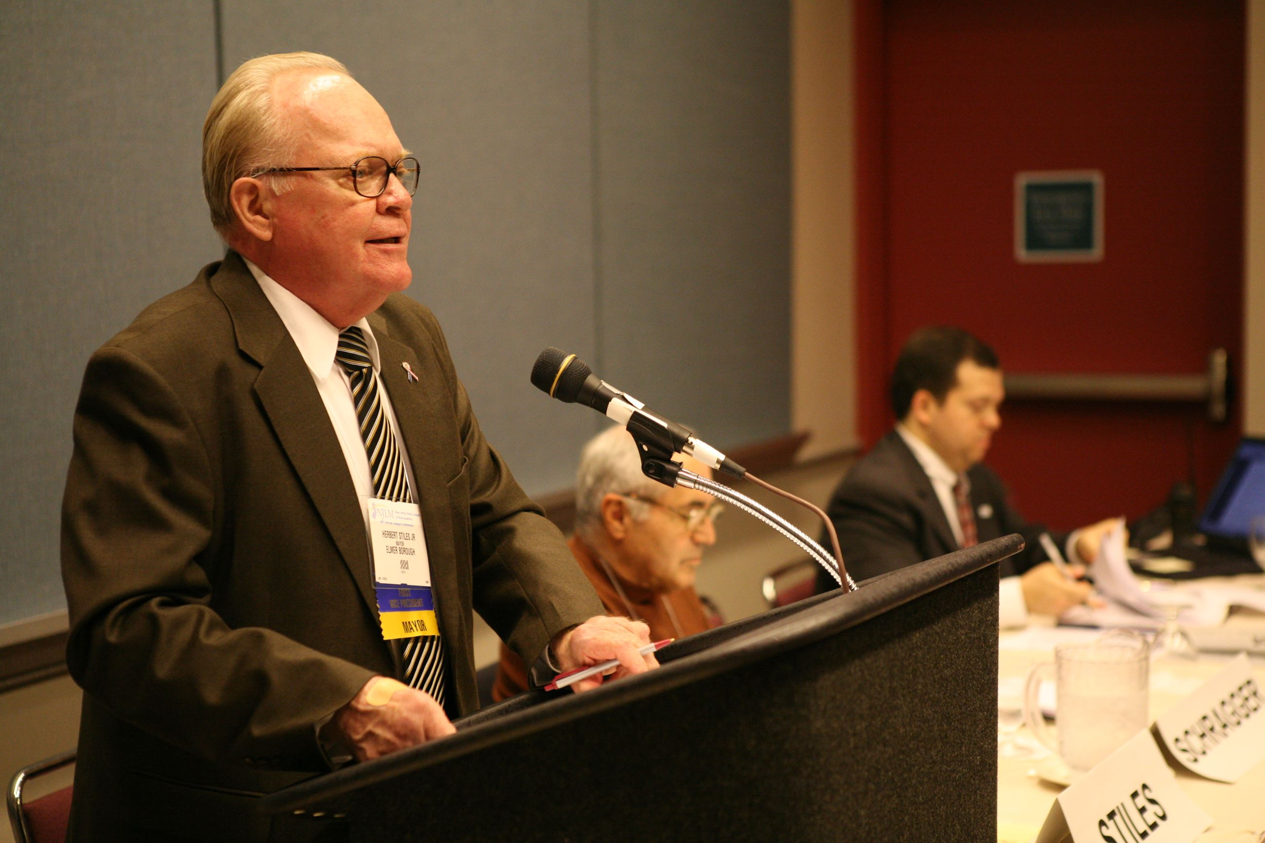 Mayor Herbert Stiles, Jr., moderates the League Resolution Committee meeting